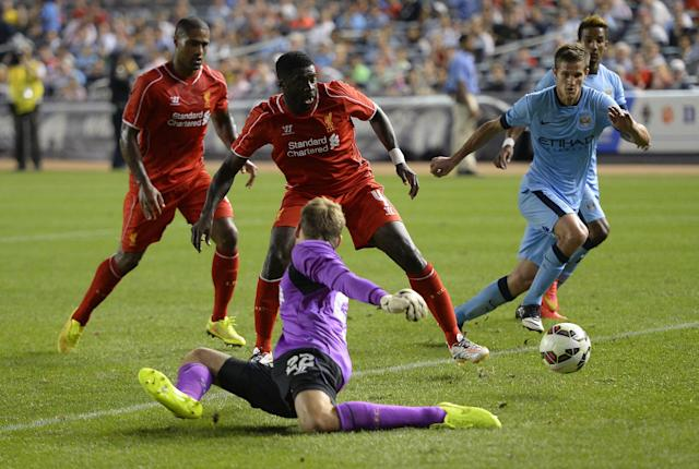 Manchester City's Stevan Jovetic goes past Liverpool's goalkeeper to score during a match in New York on July 30, 2014 (AFP Photo/Timothy A. Clary)