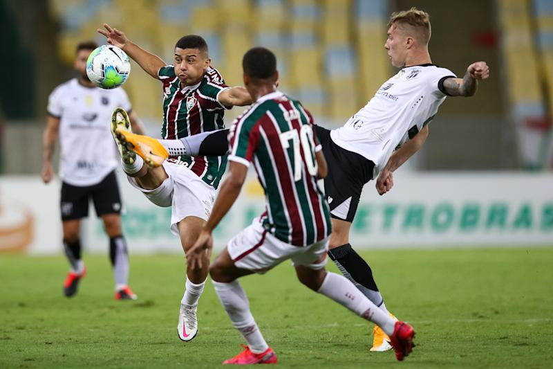RIO DE JANEIRO, BRAZIL - OCTOBER 17: Andre (L) of Fluminense struggles for the ball with Charles of Ceara during a match between Fluminense and Ceara as part of 2020 Brasileirao Series A at Maracana Stadium on October 17, 2020 in Rio de Janeiro, Brazil. (Photo by Buda Mendes/Getty Images)