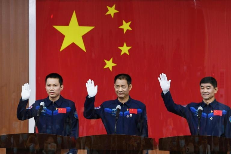 The first Tiangong crew includes Nie Haisheng (C), Liu Boming (R) and Tang Hongbo