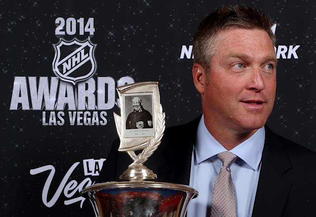 Patrick Roy of the Coloradao Avalanche poses after winning the Jack Adams Award during the NHL Awards at the Encore Theater at Wynn, in Las Vegas, on June 24, 2014 (AFP Photo/Bruce Bennett)