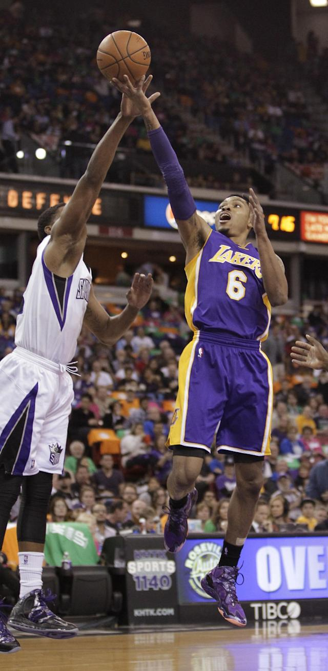 Los Angeles Lakers guard Kent Bazemore, right, drives to the basket against Sacramento Kings forward Rudy Gay during the first quarter of an NBA basketball game Wednesday, April 2, 2014, in Sacramento, Calif. (AP Photo/Rich Pedroncelli)