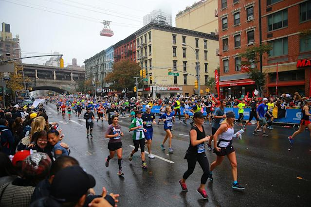 <p>A pack of runners reach First Ave. just past mile 16 of the 2017 New York City Marathon, Nov. 5, 2017. (Photo: Gordon Donovan/Yahoo News) </p>