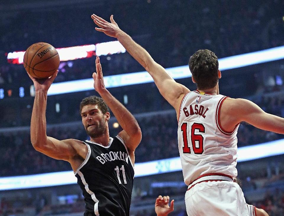 Brook Lopez of the Brooklyn Nets passes under pressure from Pau Gasol of the Chicago Bulls at the United Center on December 21, 2015 in Chicago, Illinois (AFP Photo/Jonathan Daniel)