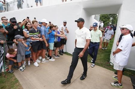 Tiger Woods jumps up leaderboard, shoots 5-under 67 — BMW Championship