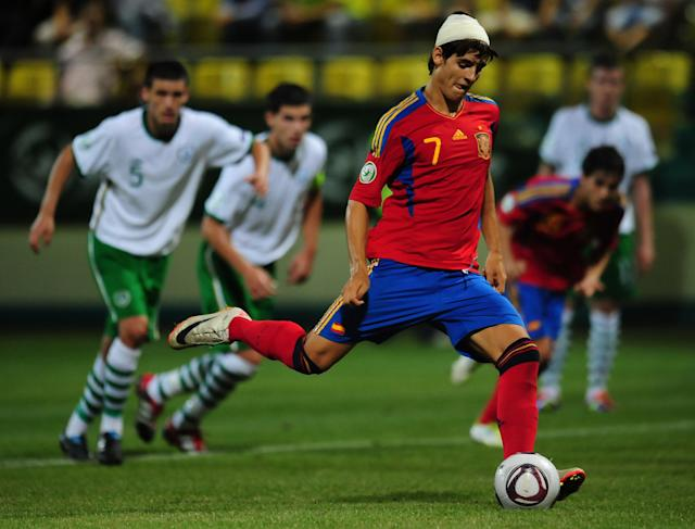 Alvaro Morata (C) of Spain scores a 5th goal against Ireland during their UEFA European Under-19 Championship football match, near the village of Chiajna village, outside of Bucharest, on July 29, 2011. AFP PHOTO/DANIEL MIHAILESCU (Photo credit should read DANIEL MIHAILESCU/AFP/Getty Images)