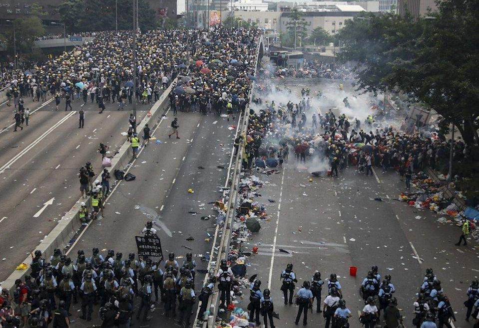 Police and protesters clash on June 12, 2019 in Admiralty. Photo: K. Y. Cheng