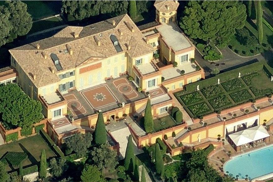 Villa La Leopolda is a large holiday home in the French town of Villefranche-sur-Mer on the French Riviera. Vill La Leopolda is one of the most expensive houses in France. It was built for the French King Leopold.