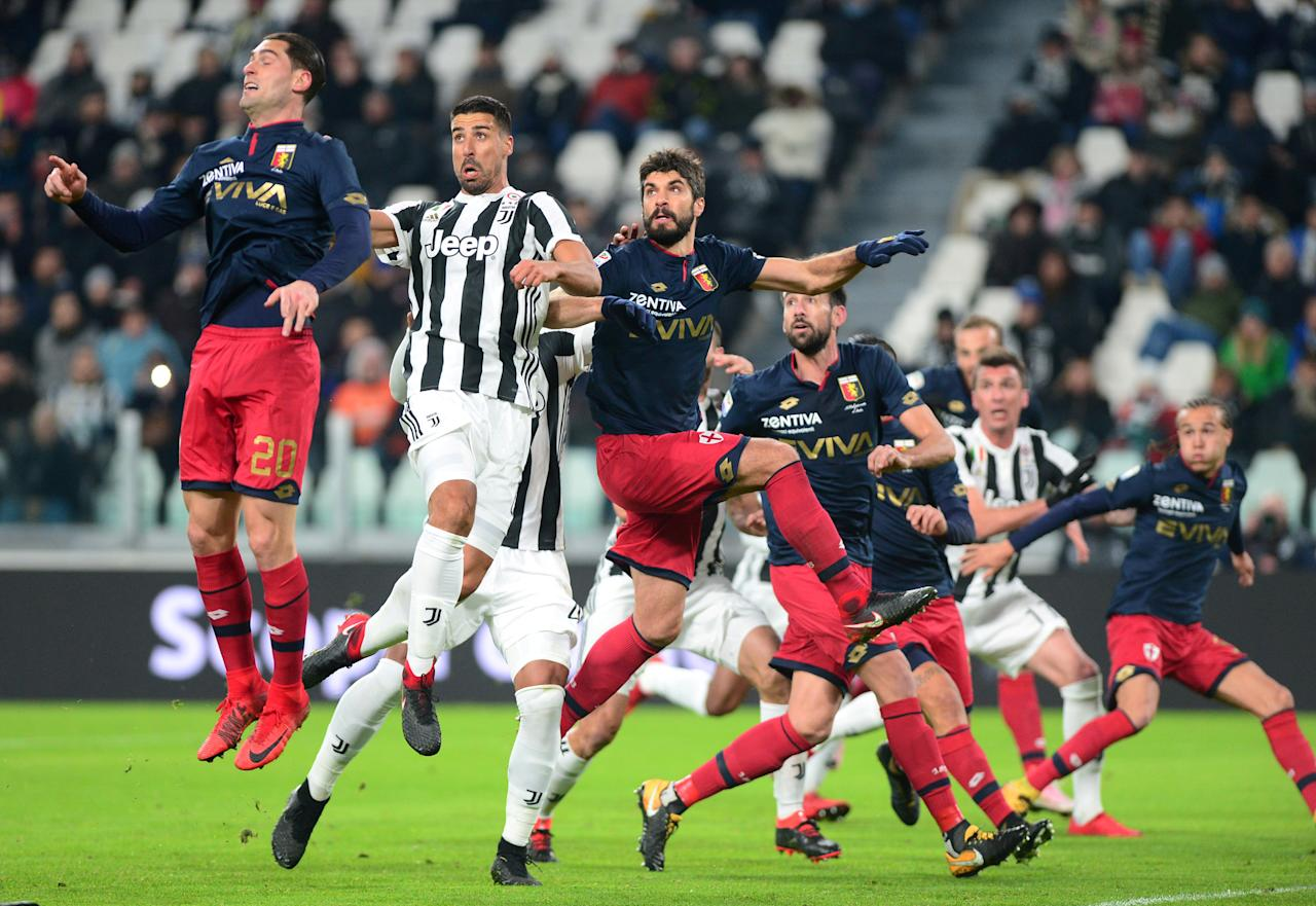 Soccer Football - Serie A - Juventus vs Genoa - Allianz Stadium, Turin, Italy - January 22, 2018   Juventus' Sami Khedira in action with Genoa's Aleandro Rosi          REUTERS/Massimo Pinca     TPX IMAGES OF THE DAY