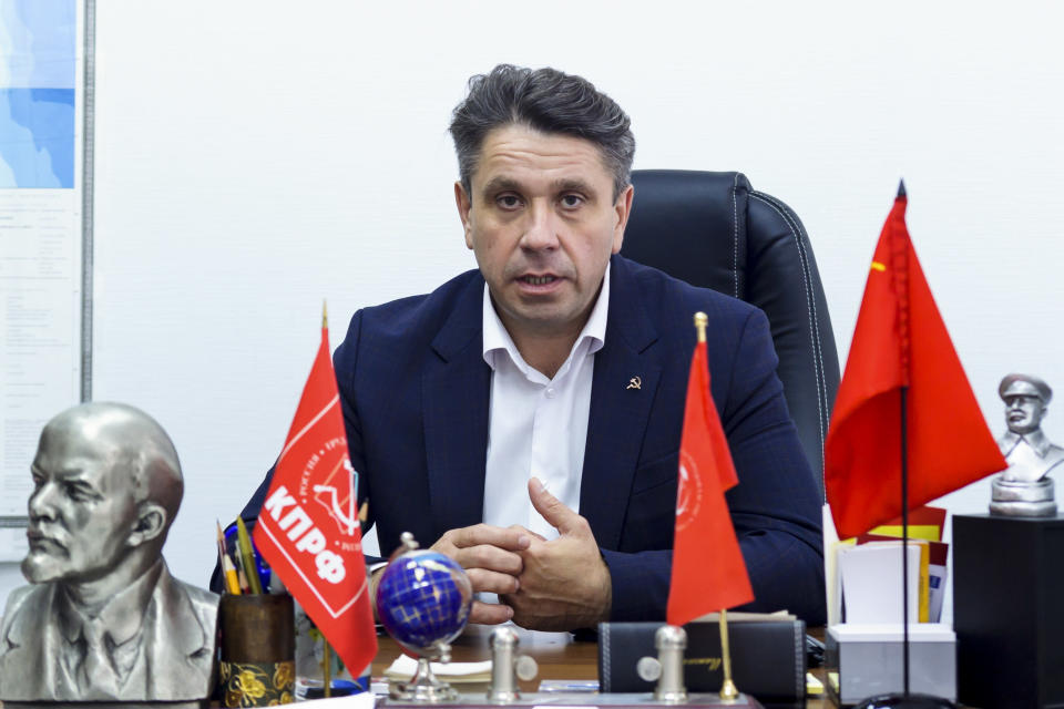 """Pyotr Perevezentsev, a candidate from the Communist Party, speaks during an interview with The Associated Press in Khabarovsk, Russia, Monday, Sept. 13, 2021. Perevezentsev said municipal officials in some districts in the city had been told by their superiors whose nominating petitions to sign. """"People representing the presidential administration curated these elections,"""" he said. (AP Photo/Sergei Demidov)"""