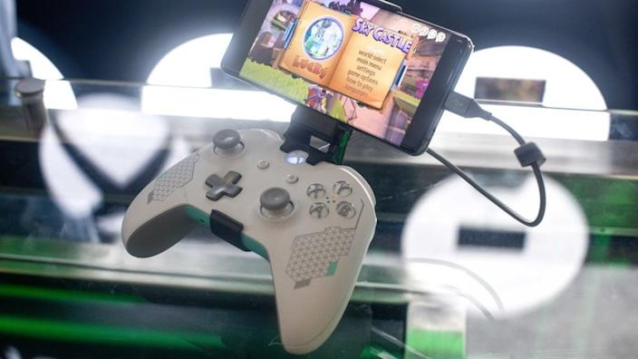 One way of streaming is to mount a phone to a controller
