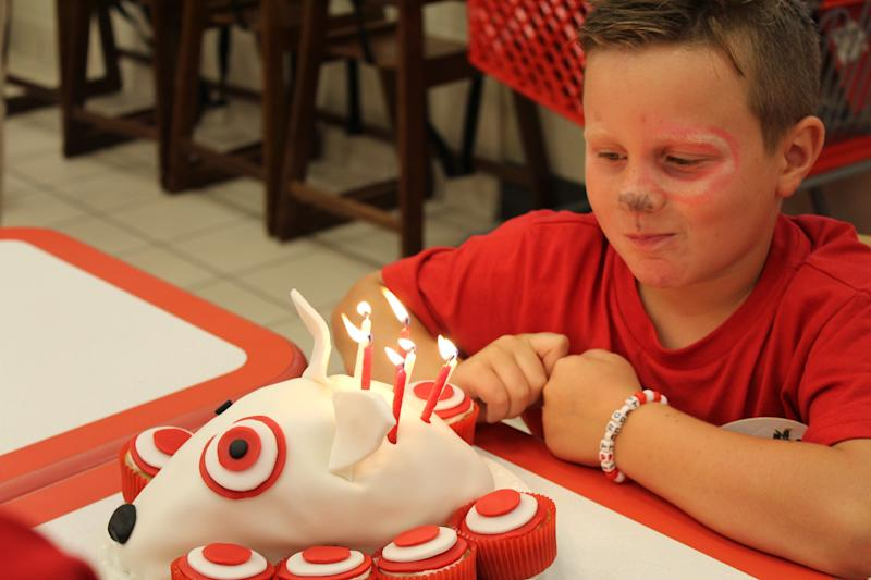 "Kara Cook's son Parker <a href=""http://www.huffingtonpost.com/entry/this-kid-loves-target-so-much-he-had-his-birthday-party-there_us_57b478bde4b04ff88399ad5b"">loves Target so much</a>, he celebrated his 7th birthday there with special red decor, face paint and a themed cake."