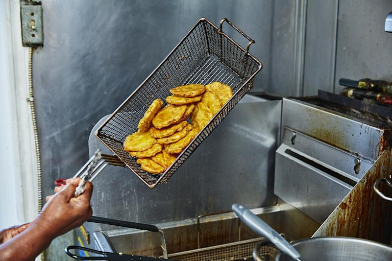 Plantains coming out of the fryer at Casse-Croûte Sissi & Paul.