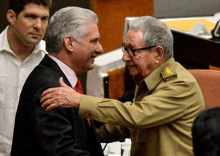 Cuban Communist Party chief Raul Castro (R) greets President Miguel Diaz-Canel at the closing of a meeting of the country's National Assembly (AFP Photo/YAMIL LAGE)