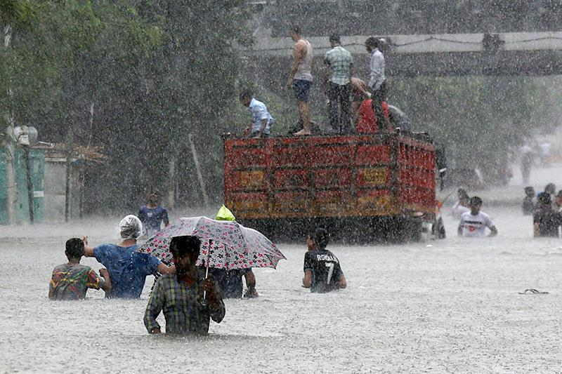 As Maharashtra Goes to Polls Today, Heavy Rainfall Expected to Lash Mumbai, Thane & Palghar
