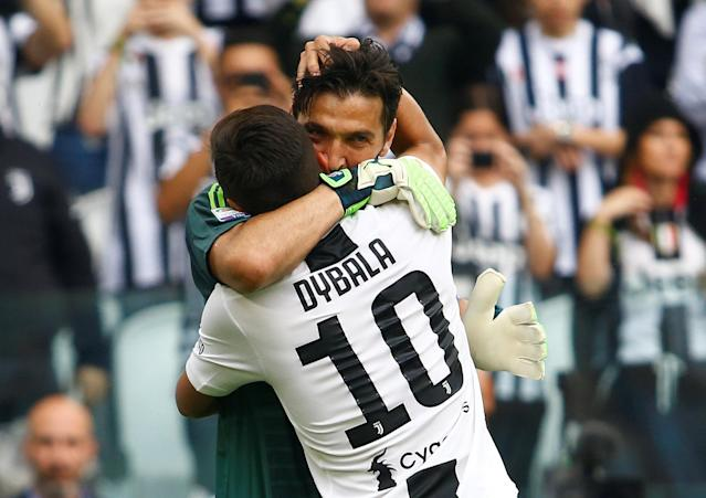 Soccer Football - Serie A - Juventus vs Hellas Verona - Allianz Stadium, Turin, Italy - May 19, 2018 Juventus' Gianluigi Buffon embraces Paulo Dybala as he is substituted off REUTERS/Stefano Rellandini
