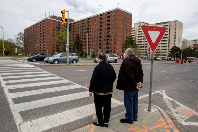 Canada at 'crossroads' as COVID-19 cases surge