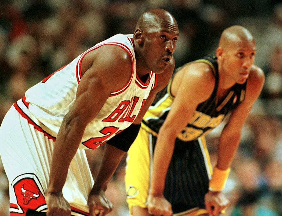 Chicago Bulls' guard Michael Jordan (L) and Indiana Pacers' guard Reggie Miller (R) rest and watch a free throw, during the first quarter of game seven of the NBA Eastern Conference Finals in Chicago, May 31.    SUE/VM/CLH/
