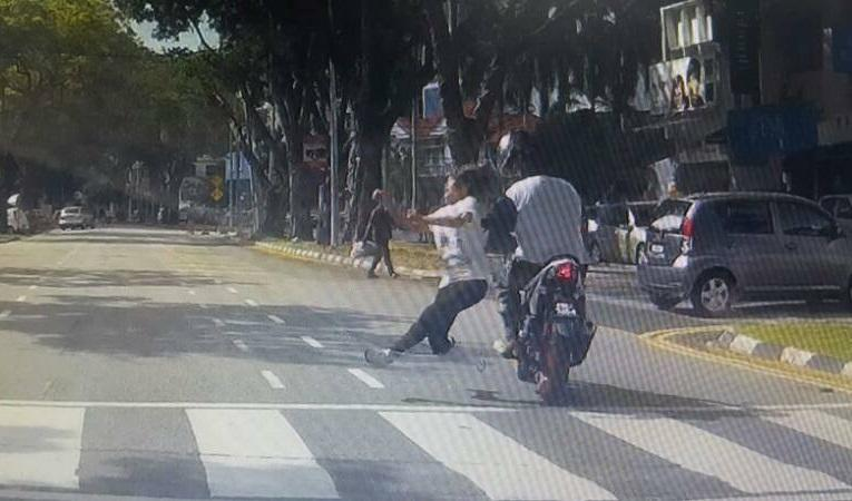 DAP rep blames local council, governments for accidents involving pedestrians (VIDEO)