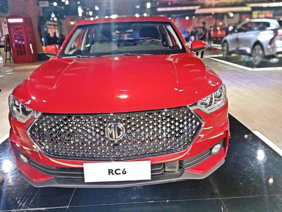 The front has a huge grille, narrow headlamps and sculpting at the sides, along with massive wheels.