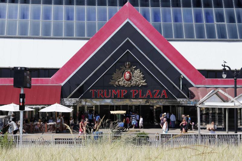 Trump Plaza Hotel and Casino is seen from the beach in Atlantic City, New Jersey in this September 1, 2014 file photo. Trump Entertainment Resorts Inc which operates two Atlantic City casinos, Trump Taj Mahal Casino Resort and the soon-to be-closed Trump Plaza Htoel and Casino, is to file for bankruptcy, according to media reports. REUTERS/Tom Mihalek/Files (UNITED STATES - Tags: BUSINESS SOCIETY)