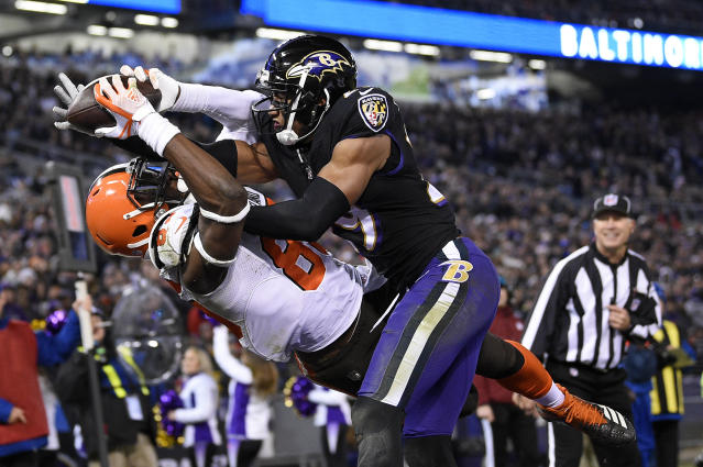 Cleveland Browns tight end David Njoku, left, is unable to hold onto a catch on a pass attempt as he is pressured by Baltimore Ravens cornerback Marlon Humphrey in the end zone in the second half of an NFL football game, Sunday, Dec. 30, 2018, in Baltimore. (AP Photo/Nick Wass)