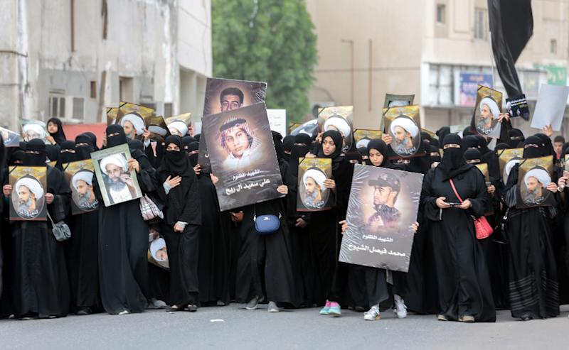 Saudi Shiite women hold signs bearing a portrait of prominent Shiite Muslim cleric Nimr al-Nimr during a protest on January 8, 2016 in the eastern coastal city of Qatif (AFP Photo/)