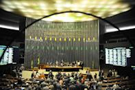 Brazilian lawmakers called for impeachment proceeding to be launched against President Dilma Rousseff during a session of the Chamber of Deputies in Brasilia, on December 3, 2015 (AFP Photo/Andressa Anholete)