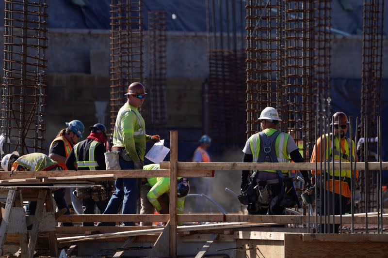 U.S. services sector, private payrolls growth slow