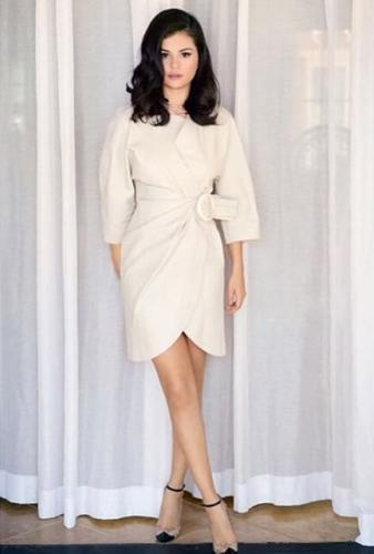 <p>Selena Gomez in a white J.W. Anderson belted dress.</p><p>On Thursday, stylist Kate Young posted an image of her client, Selena Gomez in a simple white wrap dress by J.W. Anderson leather dress, which was both fashionable and sophisticated.</p>