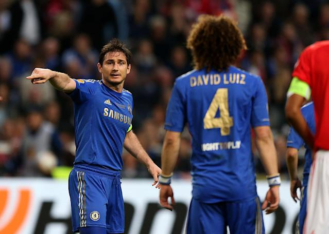 Chelsea's Frank Lampard gives instructions to David Luiz