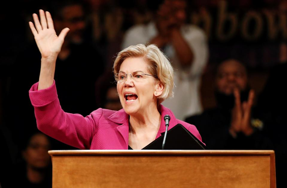 Democratic 2020 U.S. presidential candidate Elizabeth Warren waves to the crowd after speaking at the Rainbow PUSH broadcast and community forum, in Chicago, Illinois, U.S., June 29, 2019. REUTERS/Kamil Krzaczynski
