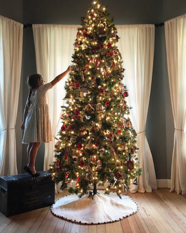 "<p>The <i>Fixer Upper</i> star shared a snapshot of her 7-year-old daughter fancying up their abode. ""This family tree gets me every time,"" the mom of four wrote. ""Emmie asked why I always get so sad when we put this tree up and I told her it's a good kinda sad. I explained these memories on this tree are so sweet and time just goes by so fast. This tree is full of firsts for each of us, many meaningful ornaments, and lots of handmade who knows what. It's my favorite and I treasure this time every year."" (Photo: <a href=""https://www.instagram.com/p/Bb-djrOHE8Q/?hl=en&taken-by=joannagaines"" rel=""nofollow noopener"" target=""_blank"" data-ylk=""slk:Joanna Gaines via Instagram"" class=""link rapid-noclick-resp"">Joanna Gaines via Instagram</a>) </p>"