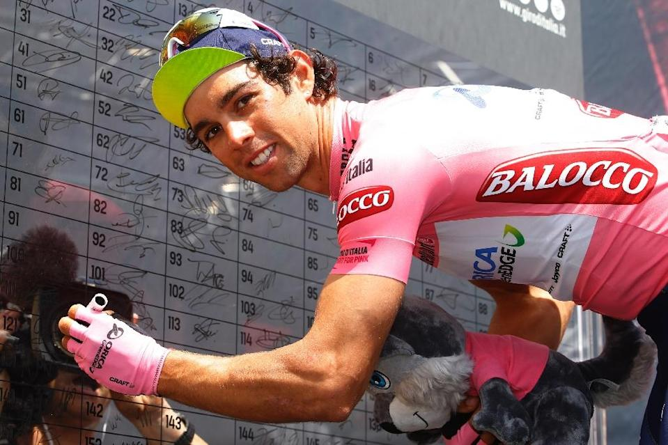 Australia's Michael Matthews signs the board ahead of the 4th stage of Giro d'Italia cycling race, between Chiavari and La Spezia, on May 12, 2015 (AFP Photo/Luk Benies)