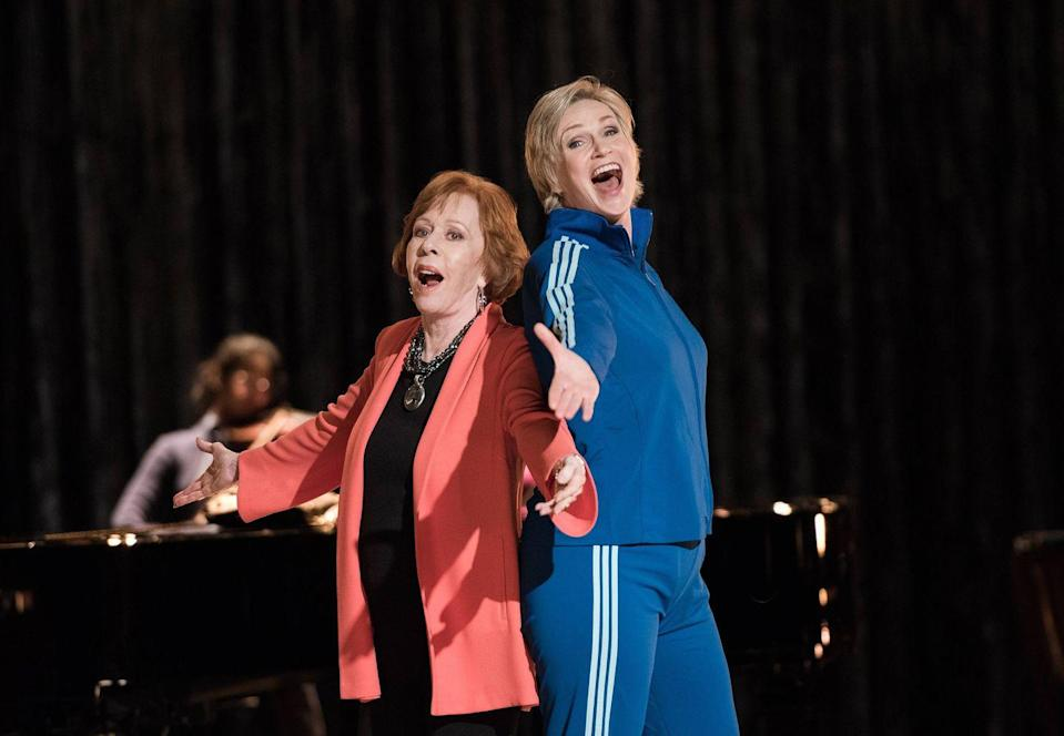 "<p>Legendary actress Carol Burnett starred as Sue's mom, and while she only had scenes with Jane Lynch (including a duet of <em>Ohio</em>), the comedian said she watched other scenes and was blown away by what she saw. ""During a break I watched them do a tribute to 'Singin' in the Rain,'"" she told <em><a href=""https://www.tvguide.com/news/exclusive-carol-burnett-1025199/"" rel=""nofollow noopener"" target=""_blank"" data-ylk=""slk:TV Guide"" class=""link rapid-noclick-resp"">TV Guide</a></em>. ""I said, 'My God, it really is like going back to the good old days with Gene Kelly and Fred Astaire.'""</p>"