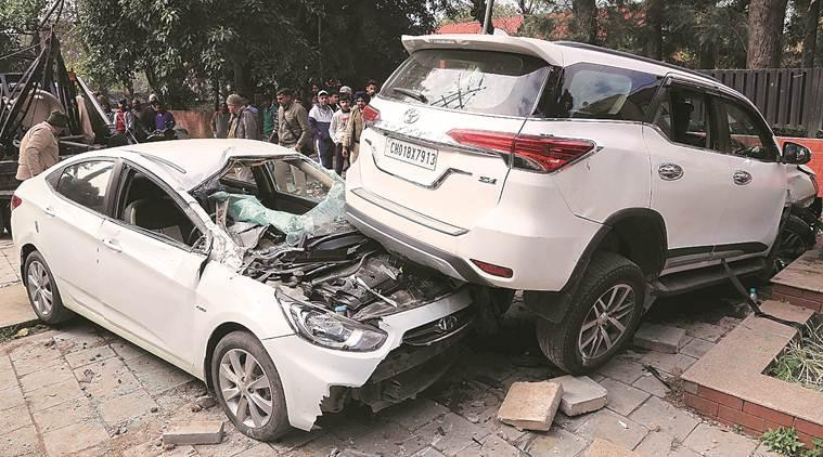 Chandigarh news, chandigarh city news, man hits parked cars, man hits car in chandigarh, indian express news