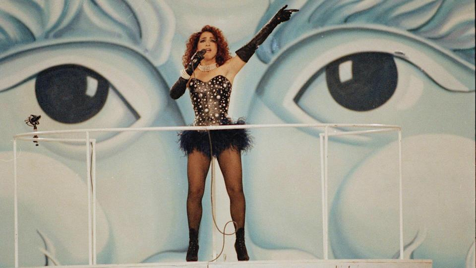 """Singer Gloria Estefan from the popular music group """"Miami Sound Machine"""" entertains the crowd during the halftime show at Super Bowl XXVI in MinneapolisSuper Bowl XXVI, Minneapolis, USA."""
