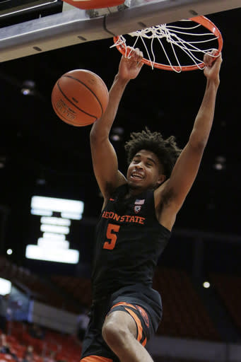 Oregon State guard Ethan Thompson (5) dunks during the first half of an NCAA college basketball game against Washington State in Pullman, Wash., Saturday, March 9, 2019. (AP Photo/Young Kwak)