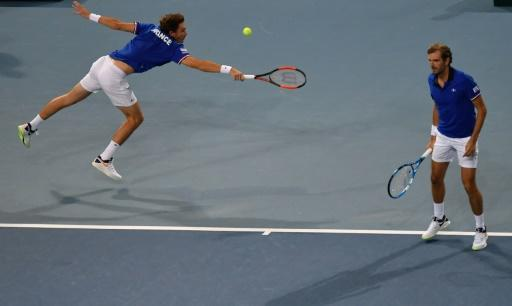 France sweep Spain to reach Davis Cup final