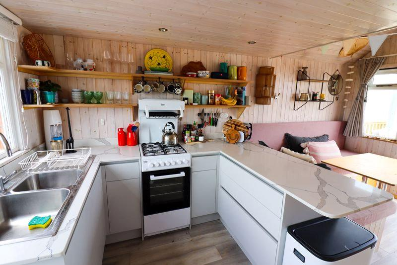 The hut has a fully fitted kitchen. (SWNS)