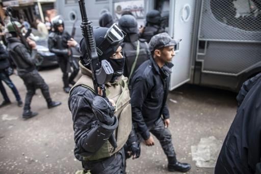Gunmen kill eight Egyptian policemen south of Cairo
