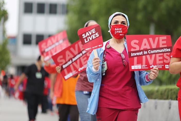 Nurses protest for PPE and safer working practices in Los Angeles on Aug. 5, 2020. (Lucy Nicholson / Reuters file)