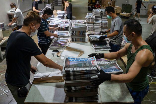 HONG KONG, CHINA - 2021/06/22: Employees compile sections together of freshly printed papers in the printing facility of the Apple Daily newspaper offices in Hong Kong. Hong Kongs pro-democracy newspaper Apple Daily has announced that it will cease operation by the end of the week after authorities used a sweeping national security law to freeze the companys assets and arrest top editors and executives. (Photo by Geovien So/SOPA Images/LightRocket via Getty Images) (Photo: SOPA Images SOPA Images/LightRocket via Gett)
