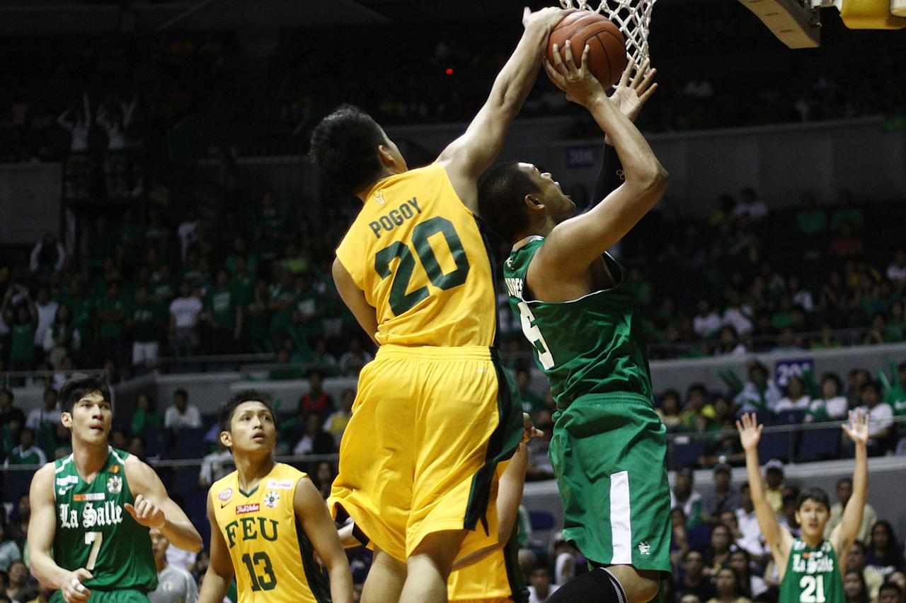 Roger Pogoy of FEU Tamaraws stops Norbert Torres of DLSU Green Archers during the game 56 of the Season 74 of UAAp held at Smart Araneta Coliseum in Quezon CIty, Philippines. (Jerome Ascano/NPPA Images)
