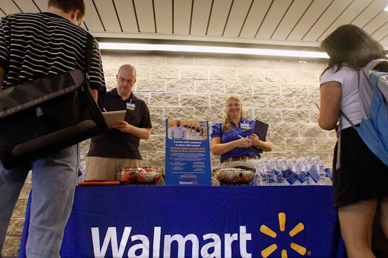 Wal-Mart to hire vets, buy more American products