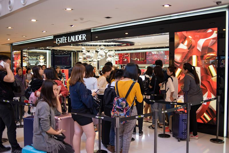 A Line of shoppers is seen outside a Estee Lauder Store in a Shopping Mall in Hong Kong, China. 22 December 2018. (Photo by Harry Wai/NurPhoto via Getty Images)