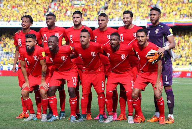 FILE PHOTO: Peru's soccer players pose for their team picture before their 2018 World Cup qualifying soccer match against Colombia at the Roberto Melendez Stadium in Barranquilla, Colombia, October 8, 2015. REUTERS/John Vizcaino/File Photo