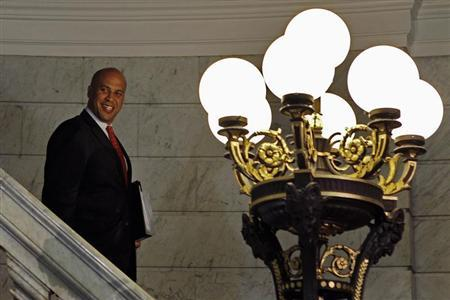 Newark Mayor Cory Booker arrives to preside over marriages in New Jersey