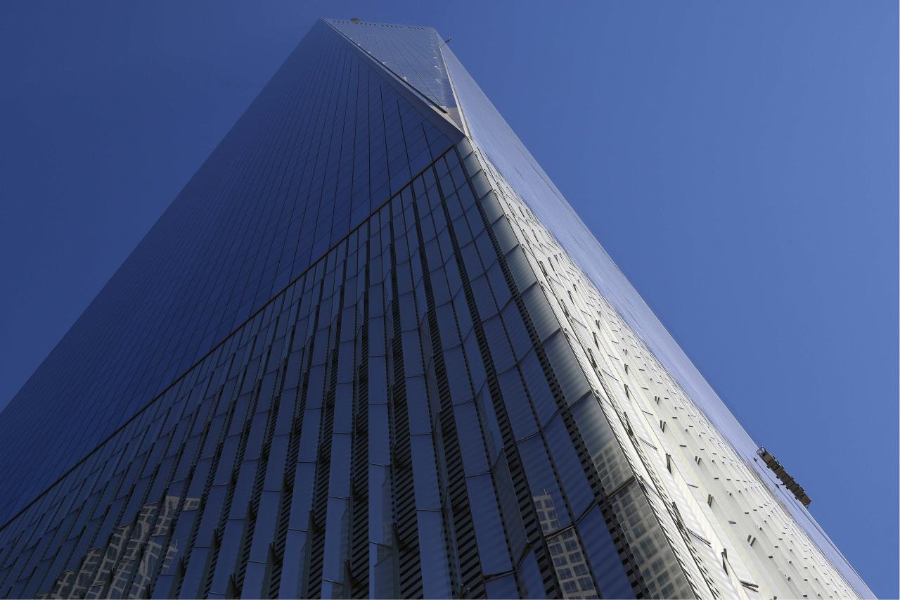 Window Washers Trapped On Scaffold Outside One World Trade