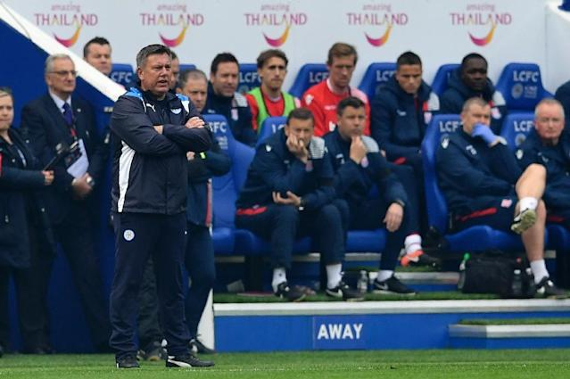 Leicester City's manager Craig Shakespeare (L) watches from the touchline during their match against Stoke City at King Power Stadium in Leicester, central England on April 1, 2017 (AFP Photo/Ben STANSALL)