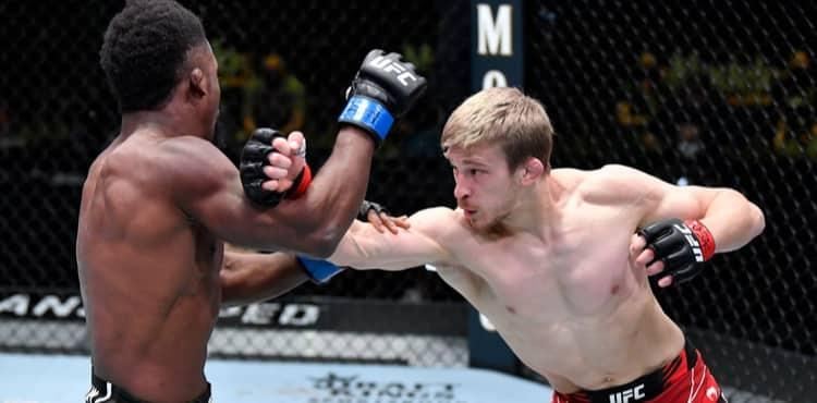 Arnold Allen punches Sodiq Yusuff at UFC Vegas 23